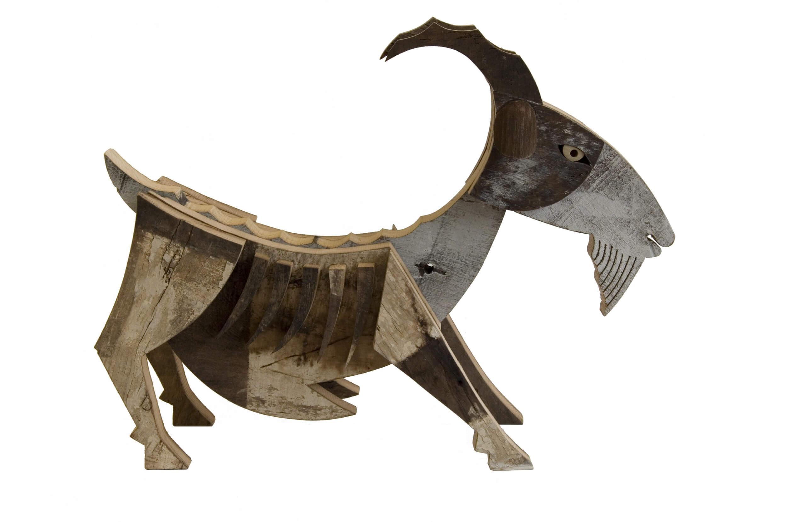 Scultura in legno Capra- Dimensione media 70x 30 x 52  cm (b x p x h)