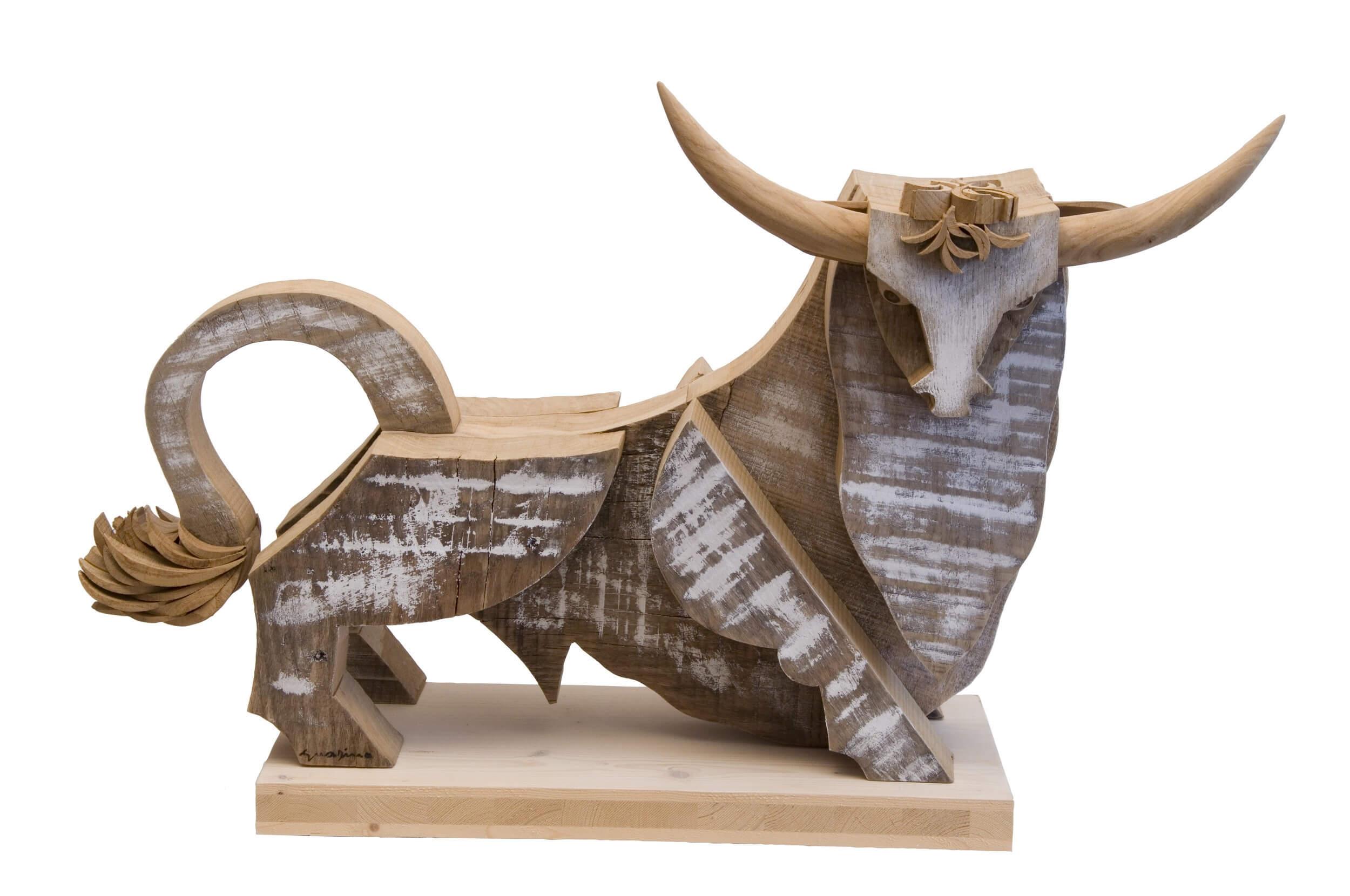 Scultura in legno Toro - Dimensione media 75 x 27 x 45  cm (b x p x h)