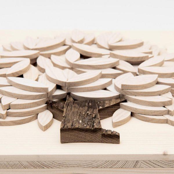 Albero della vita in legno - Sfumature chiare - Inquadratura dal basso