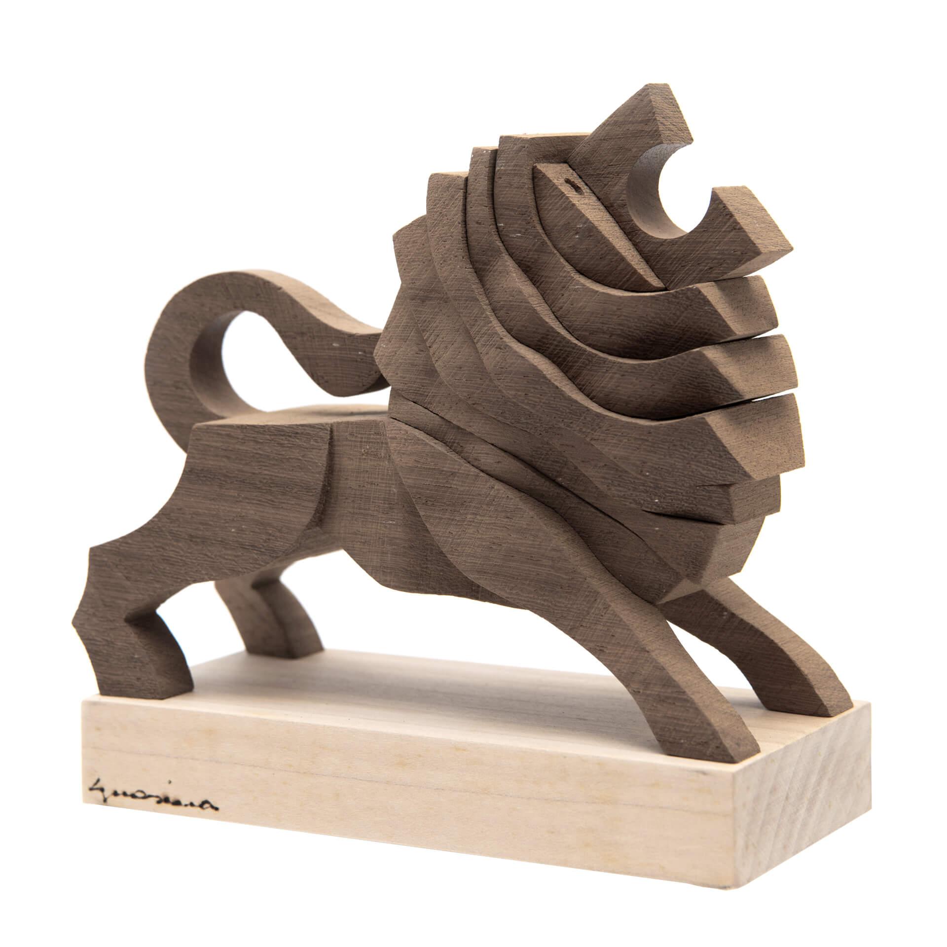 Scultura in legno Leone - Dimensione media 17 x 8 x 16 cm (b x p x h)