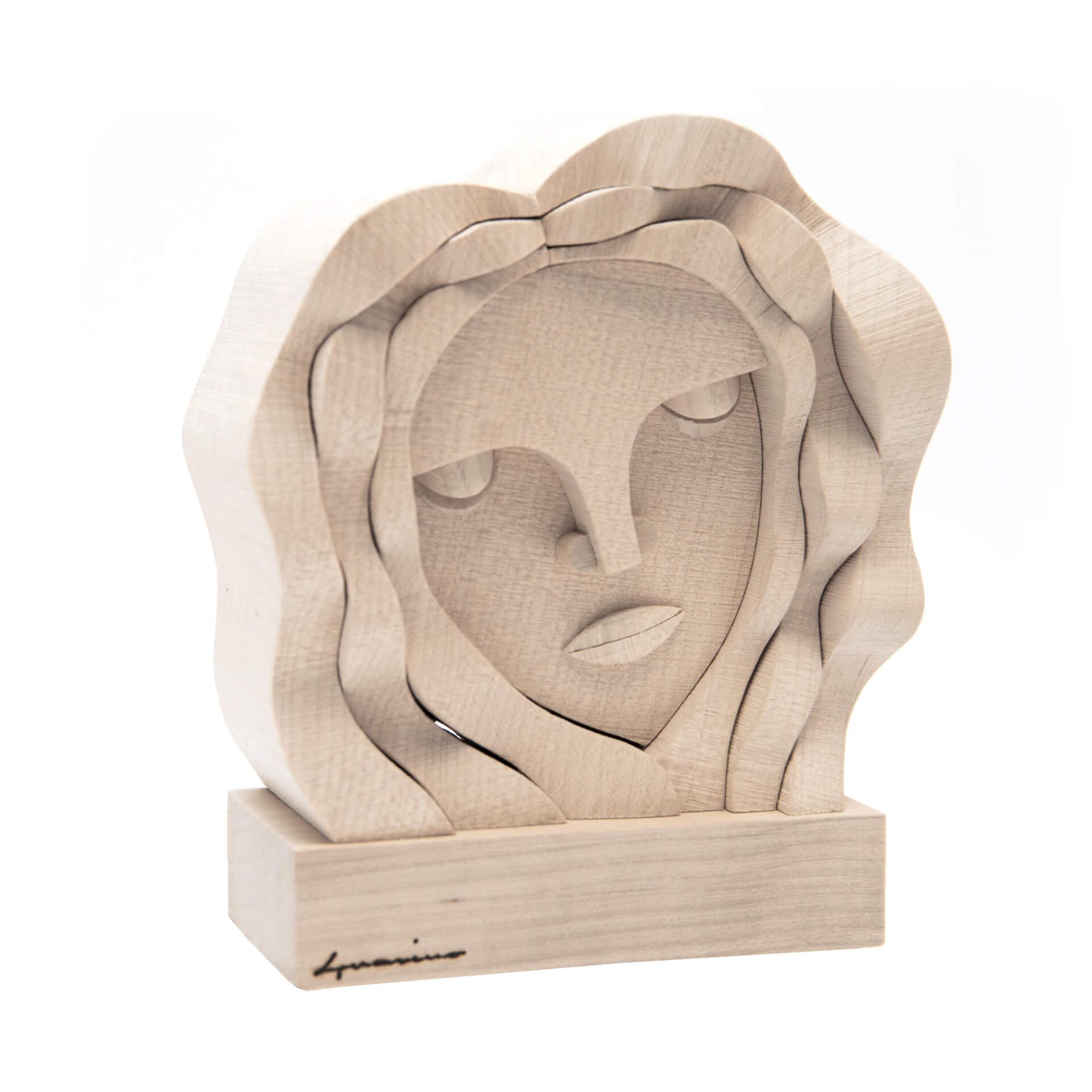 Scultura in legno Vergine -  Dimensione media 16x 7 x 18 cm (b x p x h)
