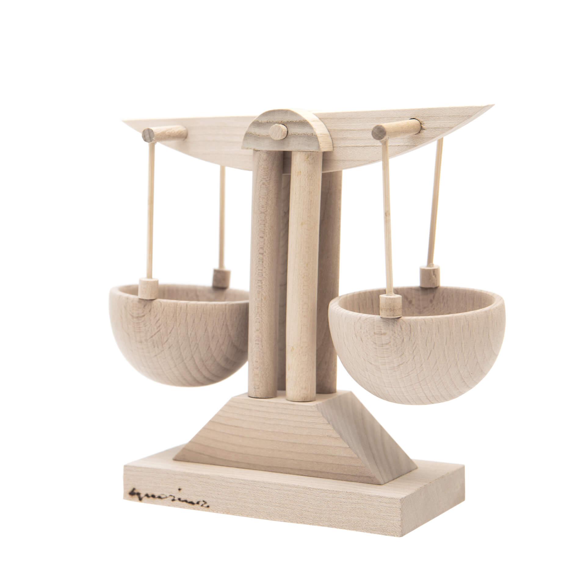Scultura in legno Bilancia - Dimensione media 17x 7 x 17 cm (b x p x h)