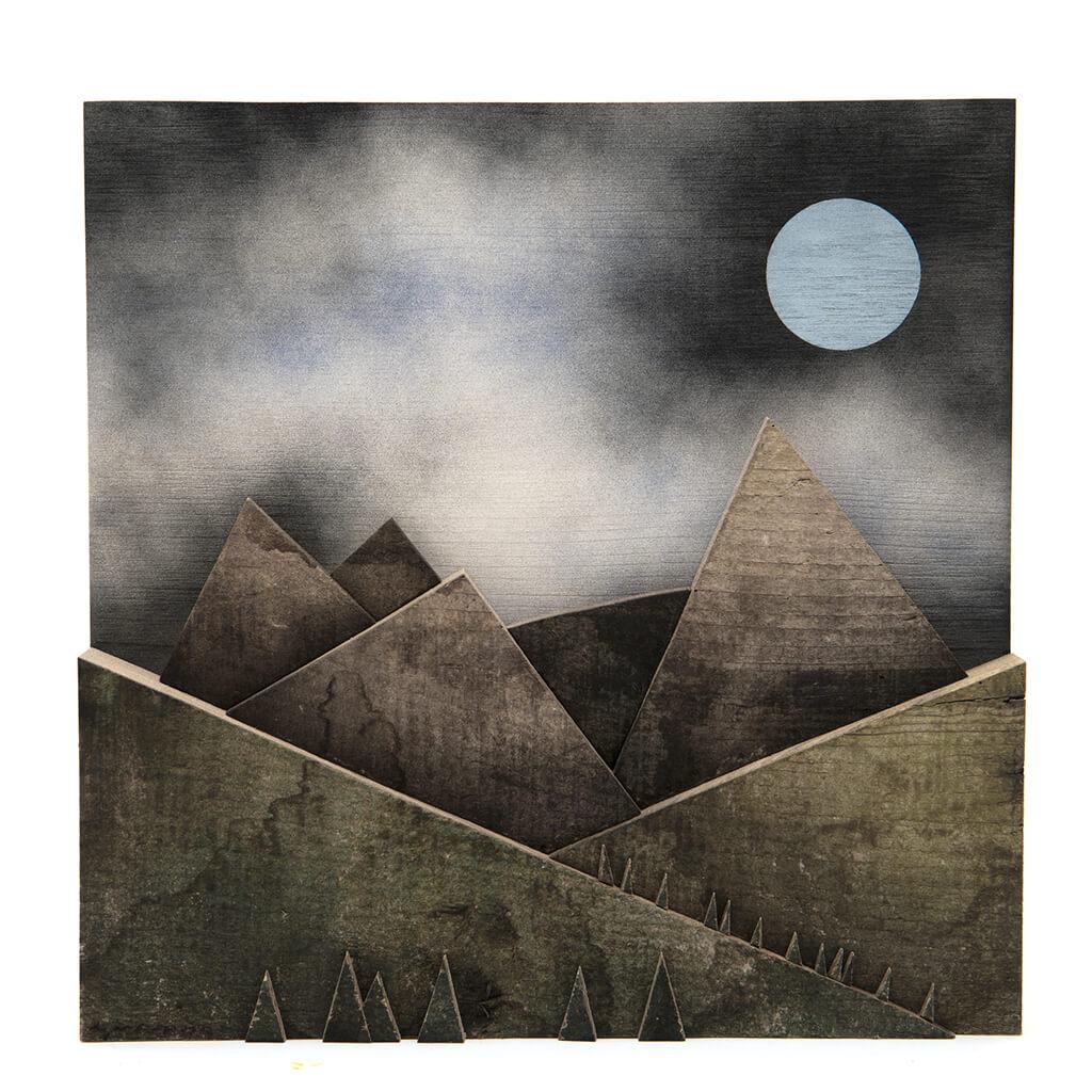 Scultura Guasina in legno - Pannello Montagne notte - dimensioni cm. 30 x 5 x 30