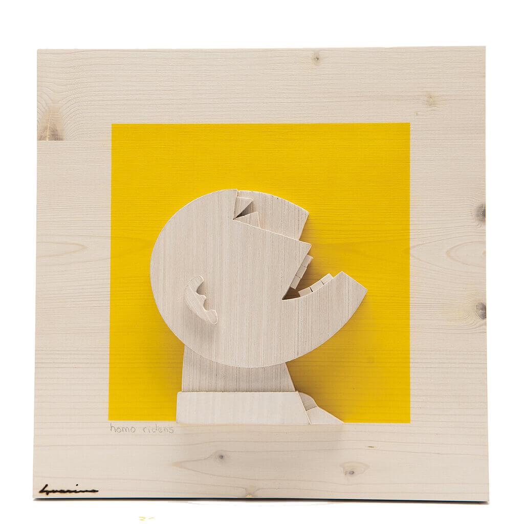 Scultura Guasina in legno - Pannello Volto su fondo giallo- Homo Ridens - dimensioni cm. 30 x 6 x 30